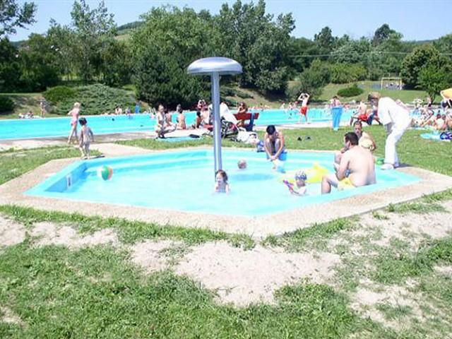 Letné kúpalisko Rača